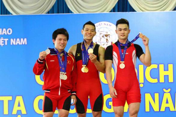 Điểm tin thể thao tối 26-11: Cử tạ Việt Nam bất ngờ nhận huy chương Olympic 2012 - Ảnh 1.