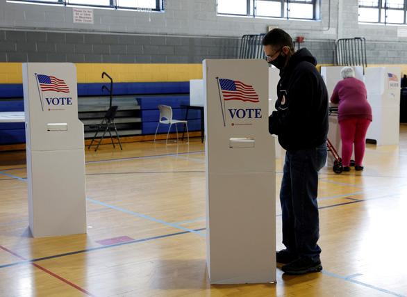 Tòa án bang Pennsylvania hoãn chứng nhận kết quả bỏ phiếu - Ảnh 1.
