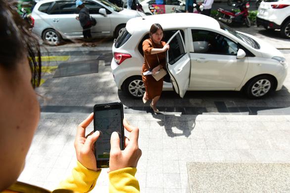 Tăng thuế, xe công nghệ tính tăng giá - Ảnh 1.