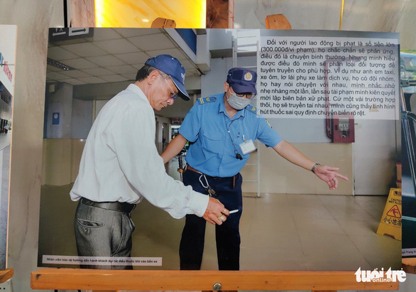 Xử phạt 254 cán bộ, nhân viên, tài xế xe hút thuốc lá để... làm gương cho khách - Ảnh 1.
