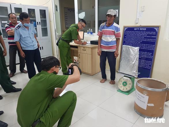 Bắt 3 nghi phạm vận chuyển gần 31kg nghi là ma túy từ Campuchia về Việt Nam - Ảnh 1.