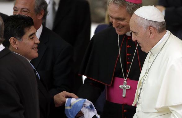 Giáo hoàng Francis tưởng nhớ Maradona trong lời cầu nguyện - Ảnh 1.