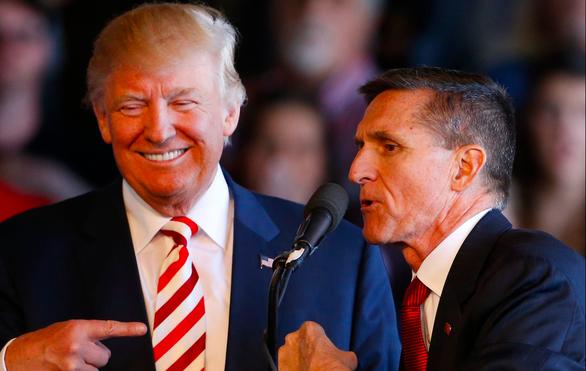 Ông Trump ân xá cựu cố vấn an ninh quốc gia nhận tội nói dối FBI - Ảnh 1.