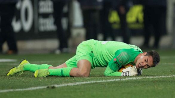 Mới hết COVID-19, thủ môn Filip Nguyen mắc sai lầm khiến đội nhà gần như bị loại - Ảnh 1.