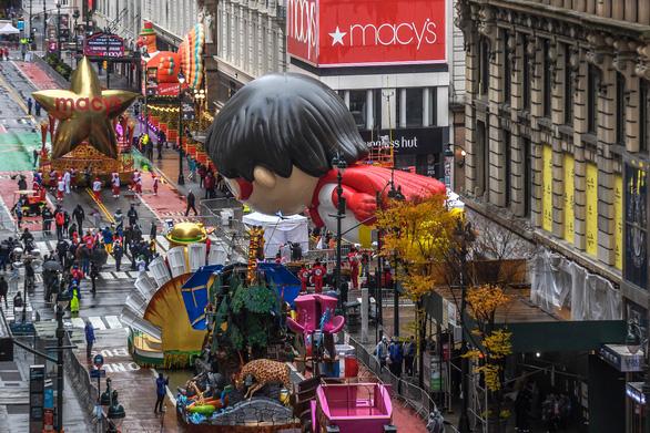Người New York thưởng thức diễu hành lễ Tạ ơn một cách rất khác - Ảnh 3.