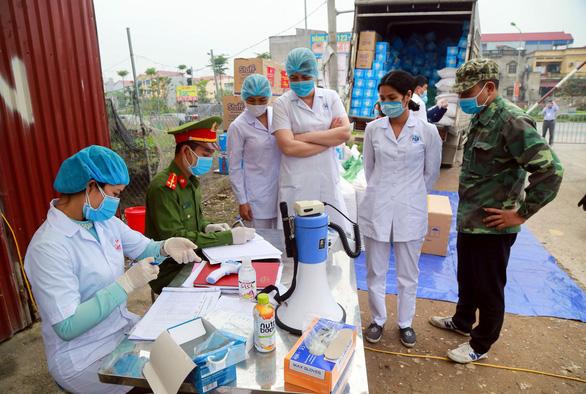 Thêm 8 bệnh nhân COVID-19 mới, 1 người đi chuyến bay từ Nga từng chở 24 bệnh nhân - Ảnh 1.