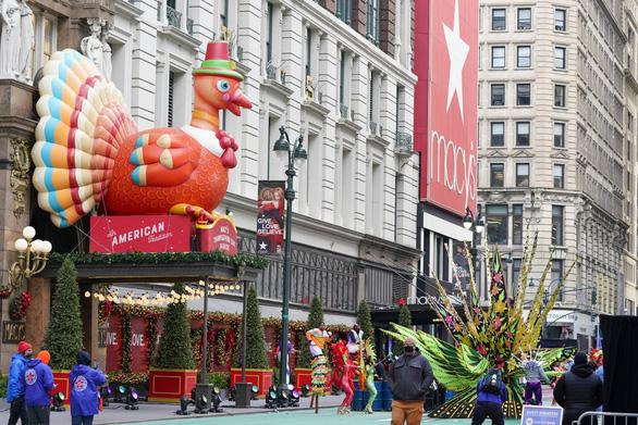 Người New York thưởng thức diễu hành lễ Tạ ơn một cách rất khác - Ảnh 5.