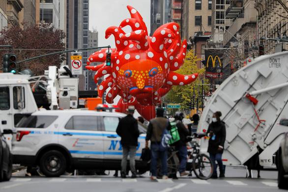 Người New York thưởng thức diễu hành lễ Tạ ơn một cách rất khác - Ảnh 4.