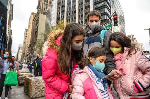 Người New York thưởng thức diễu hành lễ Tạ ơn một cách rất khác - Ảnh 2.