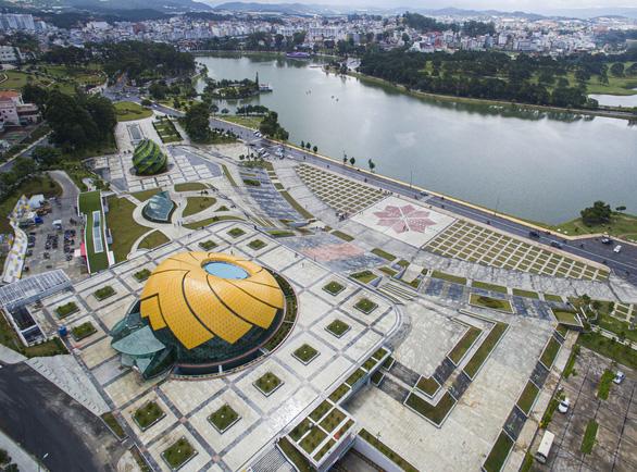 Khối công trình Hoa dã quỳ trung tâm Đà Lạt trở thành nhà hát - Ảnh 1.