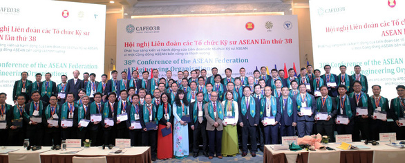 Thêm 44 kỹ sư EVNHCMC nhận Chứng chỉ kỹ sư chuyên nghiệp ASEAN - Ảnh 1.