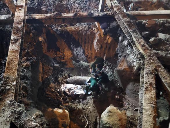 Hà Nội: Phát hiện quả bom lớn chưa nổ ở phố Cửa Bắc - Ảnh 1.