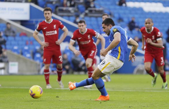 VAR nhiều lần can thiệp, Liverpool bị Brighton cầm chân - Ảnh 1.