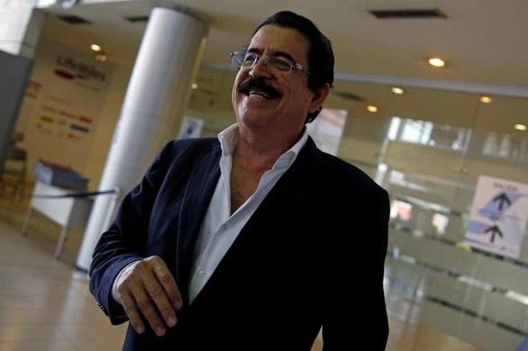 Cựu tổng thống Honduras bị tạm giữ ở sân bay vì 18.000 USD trong hành lý - Ảnh 1.