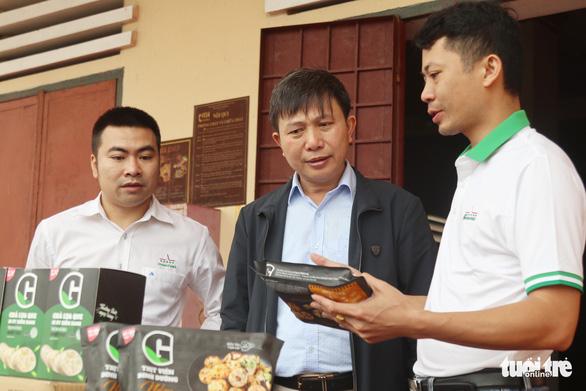 Mang thực phẩm sạch đến người già, trẻ em khó khăn ở Hà Tĩnh - Ảnh 2.