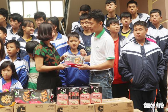 Mang thực phẩm sạch đến người già, trẻ em khó khăn ở Hà Tĩnh - Ảnh 4.