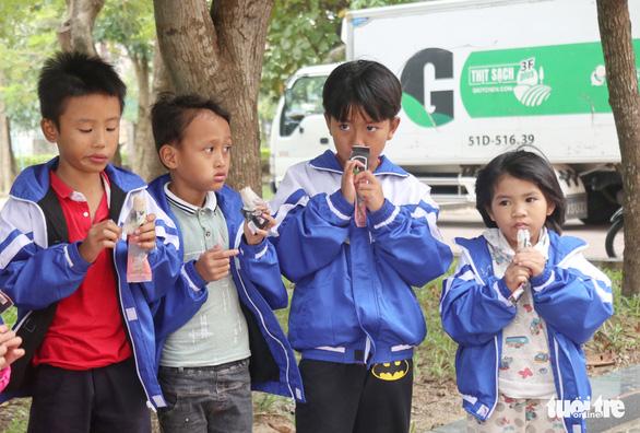 Mang thực phẩm sạch đến người già, trẻ em khó khăn ở Hà Tĩnh - Ảnh 3.