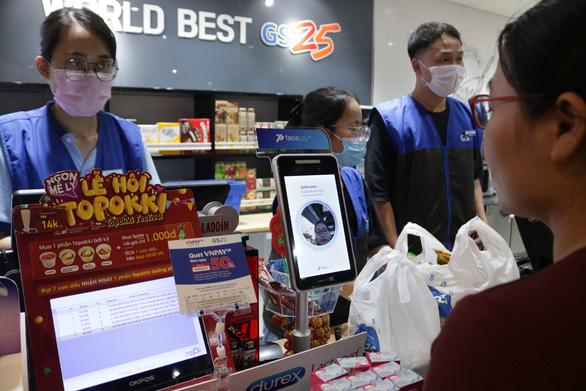 Sắp có thể sử dụng khuôn mặt để thanh toán ở cửa hàng tiện lợi - Ảnh 1.