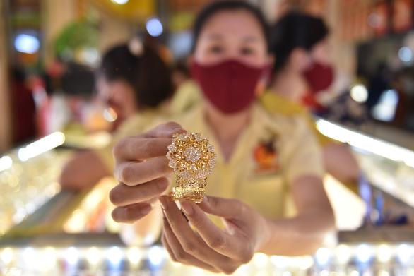Giá vàng thế giới 'bốc hơi' 100 USD/ounce trong tuần qua - Ảnh 1.