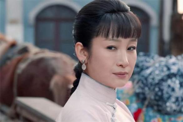 Khi Lưu Gia Linh 52 đóng 27 tuổi, Xa Thi Mạn 45 thành thiếu nữ... - Ảnh 5.
