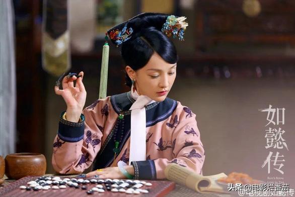 Khi Lưu Gia Linh 52 đóng 27 tuổi, Xa Thi Mạn 45 thành thiếu nữ... - Ảnh 7.