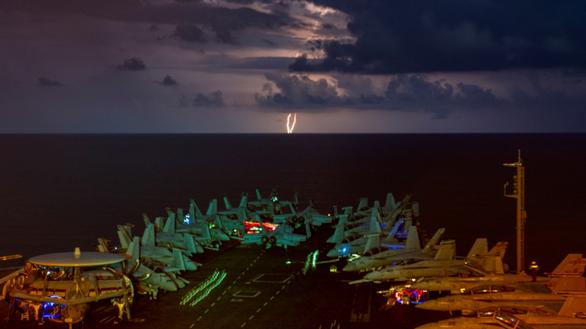 Mỹ điều tàu sân bay USS Nimitz tới vịnh Ba Tư - Ảnh 1.