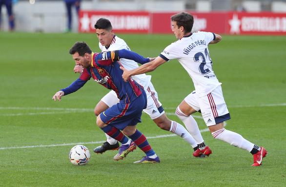 Messi lập siêu phẩm trong ngày tưởng nhớ Maradona - Ảnh 2.