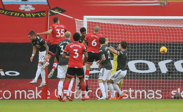 Cavani rực sáng khi vào sân, Man Utd thắng nghẹt thở Southampton - Ảnh 1.