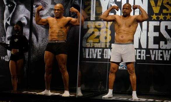 Mike Tyson hòa Roy Jones Jr. trong trận thượng đài sau 15 năm treo găng - Ảnh 1.