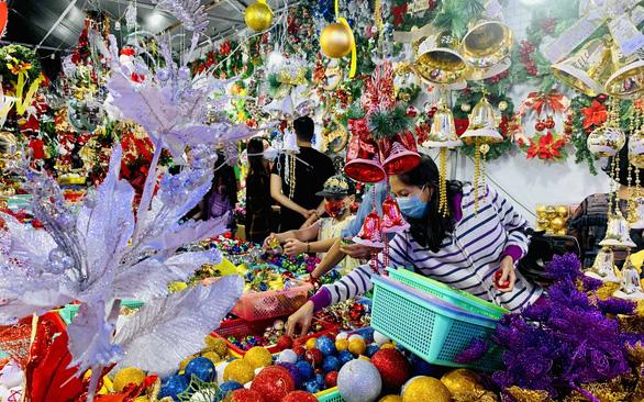 Thông tươi Mỹ, Đức nhộn nhịp nhập khẩu mùa Giáng sinh - Ảnh 2.