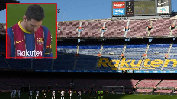 Messi lập siêu phẩm trong ngày tưởng nhớ Maradona - Ảnh 1.