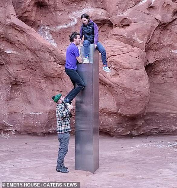 Cột kim loại kỳ bí gây sửng sốt ở Mỹ - Ảnh 3.