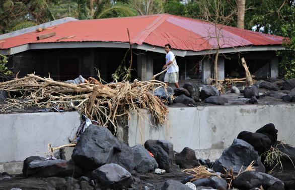 Bão Goni: 20 người chết, 90% nhà cửa trên đảo bị hư hại ở Philippines - Ảnh 3.