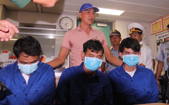 3 ngư dân từ cõi chết trở về: ăn mút xốp, uống nước biển để sinh tồn giữa cuồng phong - Ảnh 2.