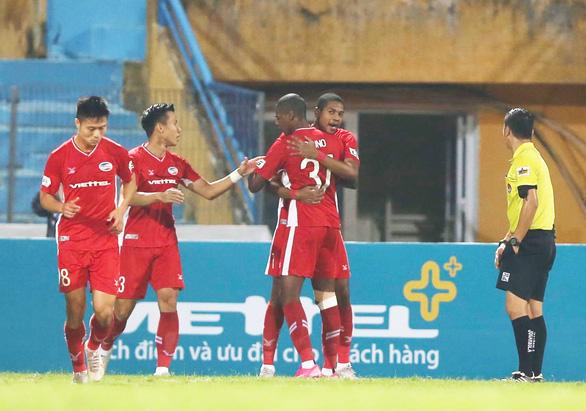 Đá bại Quảng Ninh, Viettel tiến sát ngôi vô địch - Ảnh 1.