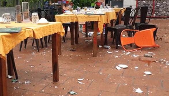 Truy xét vụ ẩu đả náo loạn quán ăn ở quận Tân Phú, TP.HCM - Ảnh 2.