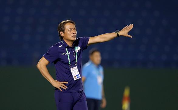 HLV Hoàng Anh Gia Lai: Cả 3 bàn thua của chúng tôi đều đến từ việc mất tập trung - Ảnh 1.