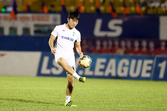 HLV Hoàng Anh Gia Lai: Cả 3 bàn thua của chúng tôi đều đến từ việc mất tập trung - Ảnh 2.