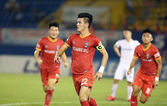 HLV Hoàng Anh Gia Lai: Cả 3 bàn thua của chúng tôi đều đến từ việc mất tập trung - Ảnh 3.