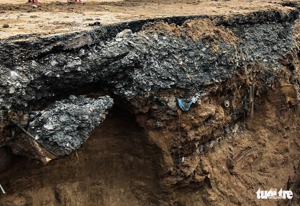 Lại xuất hiện hố sụt sâu 8m có thể nuốt chửng xe tải trên đường Phan Văn Trị - Ảnh 4.