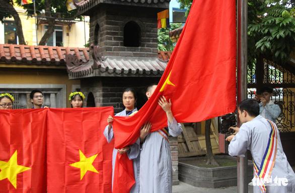 Lễ trao cờ Tổ quốc kỷ niệm 39 năm thành lập Trung ương Giáo hội Phật giáo Việt Nam - Ảnh 3.