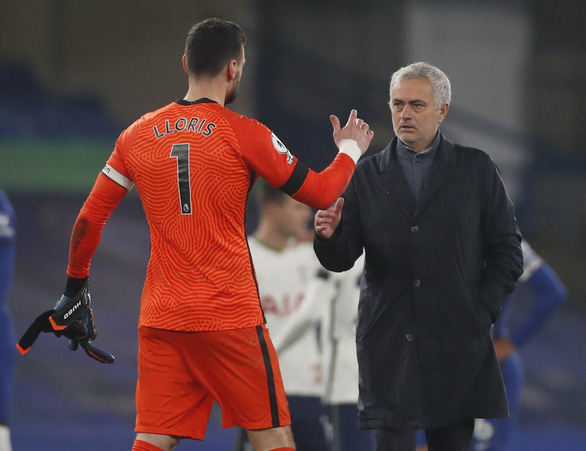 Hòa Chelsea, Tottenham trở lại ngôi đầu bảng - Ảnh 2.
