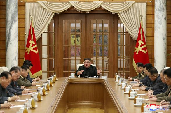 Triều Tiên họp bộ chính trị chuẩn bị đại hội Đảng đầu năm tới - Ảnh 1.
