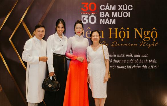 Trịnh Kim Chi, Minh Tú hội ngộ cùng người sống chung với HIV/AIDS - Ảnh 2.