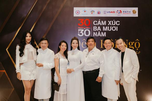 Trịnh Kim Chi, Minh Tú hội ngộ cùng người sống chung với HIV/AIDS - Ảnh 1.