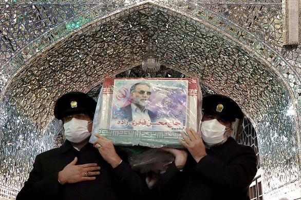 Nhà khoa học hạt nhân Iran nghi bị giết bằng súng máy điều khiển từ xa - Ảnh 1.