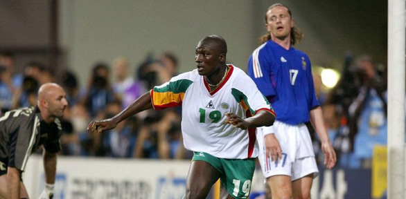 Điểm tin thể thao sáng 30-11: Arsenal thua trên sân nhà, huyền thoại World Cup của Senegal qua đời - Ảnh 2.