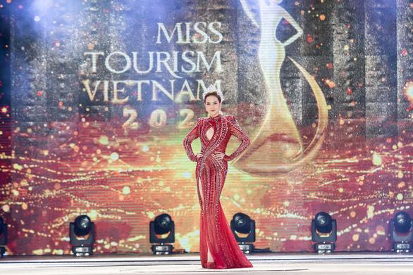 Khánh Ngân thôi đảm nhiệm danh hiệu Hoa khôi Du lịch Việt Nam - Ảnh 3.