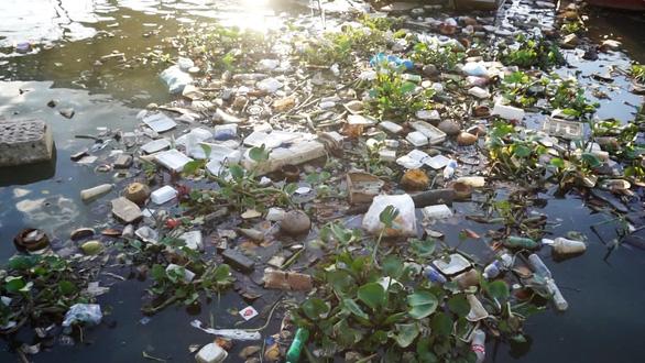 Tìm giải pháp chống rác thải nhựa sau mùa dịch COVID-19 - Ảnh 1.