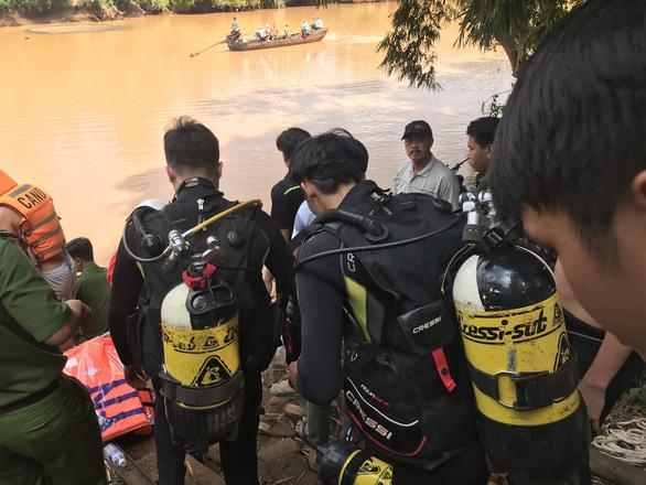 Đoàn đi thả cá phóng sinh bị lật thuyền, 2 người chết đuối thương tâm - Ảnh 1.